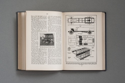 A spread of Make It Yourself: 900 Things to Make and Do